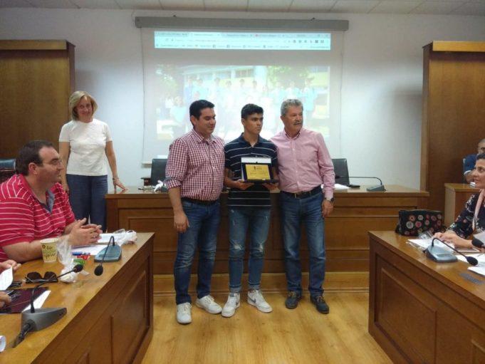 Μοναδικό ήθος: Μαθητής έδωσε το μετάλλιο σε συναθλητή του αναγνωρίζοντας ότι ήταν καλύτερος!