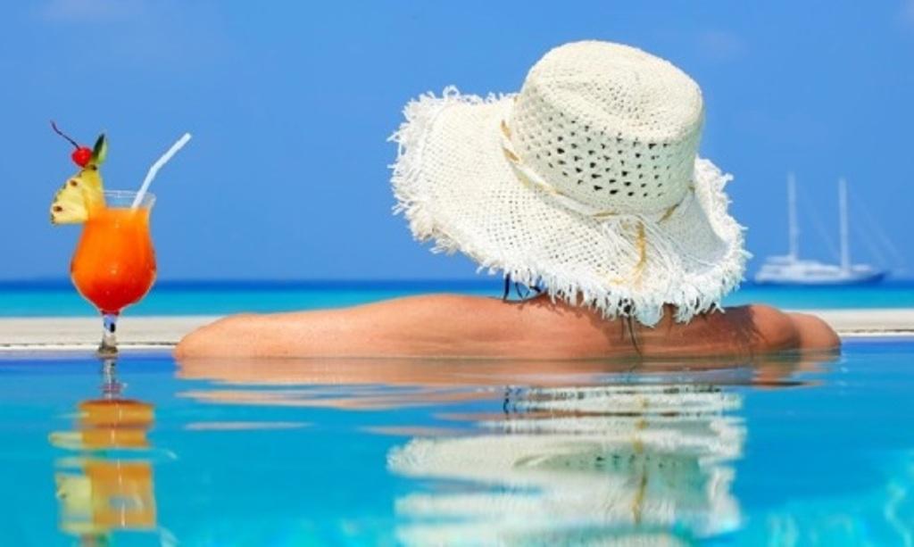 Μόνο με αρνητικό τεστ θα έρχονται οι τουρίστες - Στήνονται «ξενοδοχεία καραντίνας» στις τουριστικές περιοχές