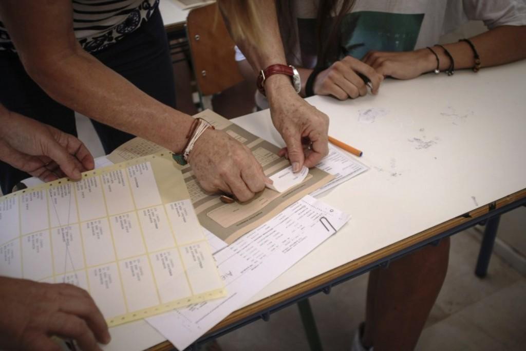 Η «βίβλος» των Πανελληνίων: Ποια αντικείμενα και συμπεριφορές απαγορεύονται και μηδενίζουν το γραπτό