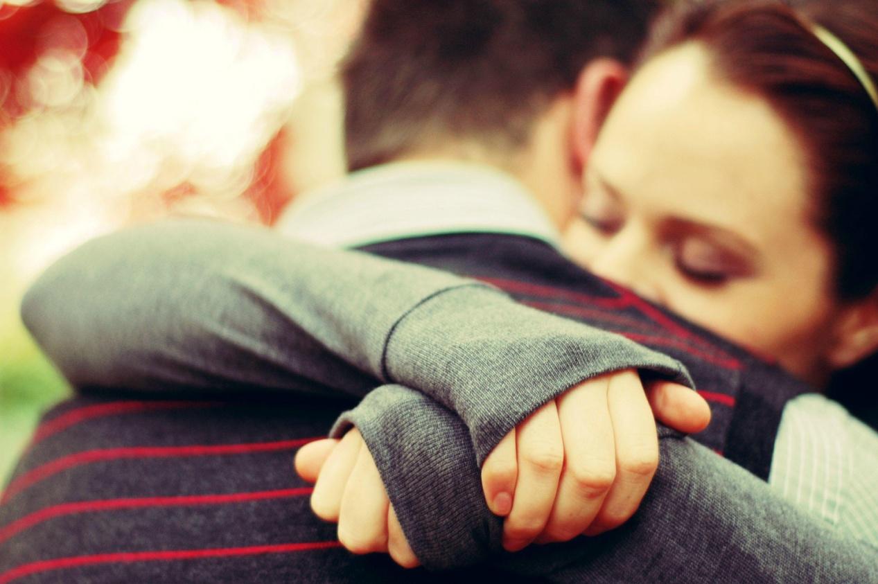 7 επιστημονικές αλήθειες για την αξία της αγκαλιάς