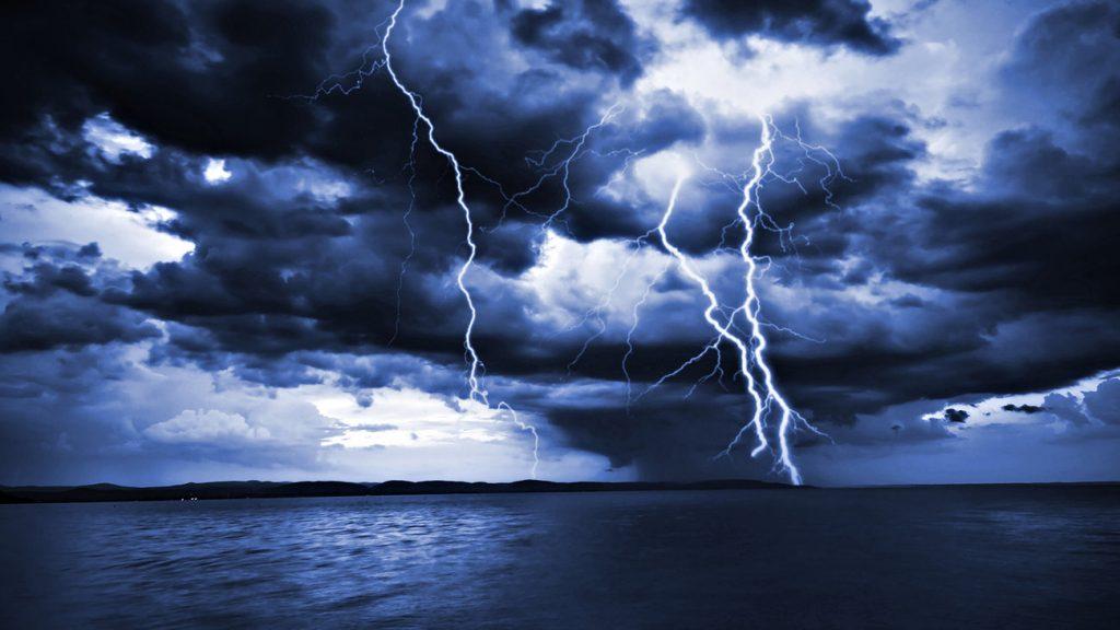 Καιρός: Σφυροκοπά τη χώρα η «Θάλεια»! Καταιγίδες, χαλάζι και δυνατοί άνεμοι