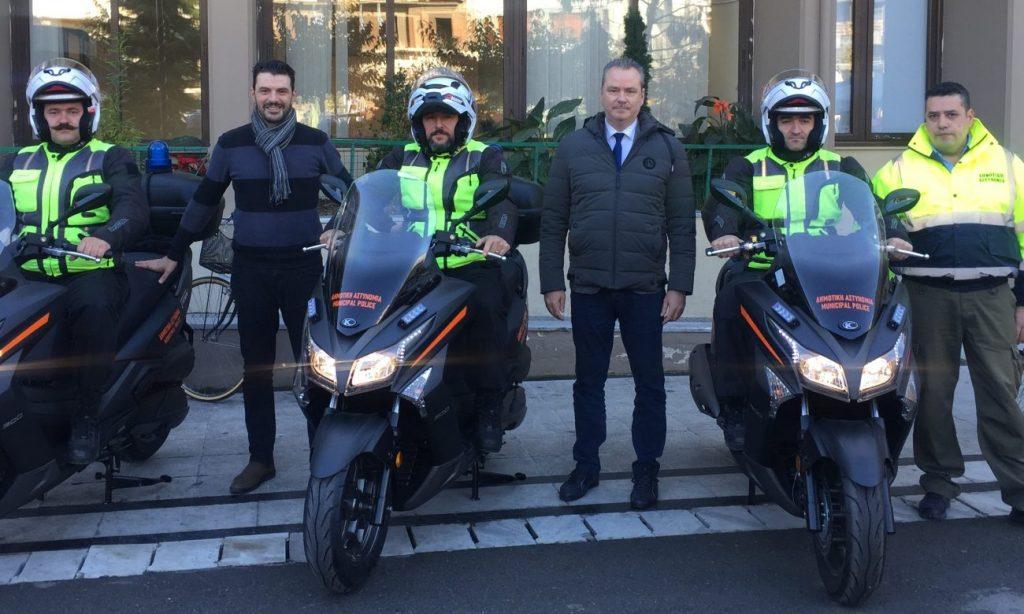 Εξοπλίζεται με νέα οχήματα η Δημοτική Αστυνομία Κατερίνης – Δωρεά μοτοσυκλετών από τα Δημοτικά Πάρκινγκ