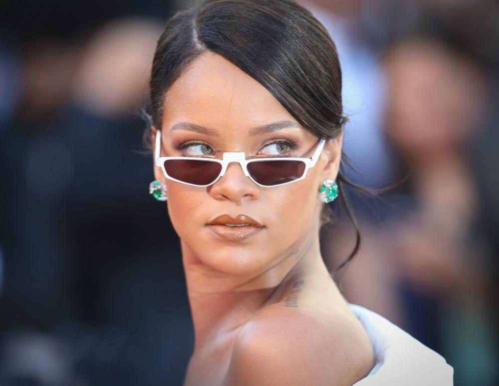 Το glam φόρεμα της Rihanna και η εμφάνιση που θα συζητηθεί