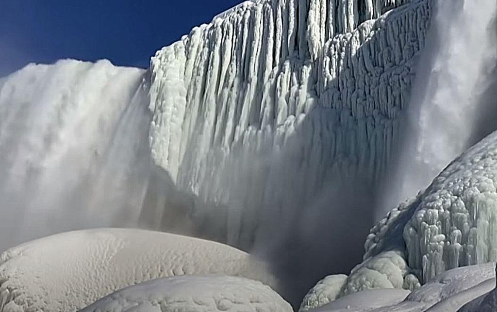 ΗΠΑ: Πάγωσαν οι καταρράκτες του Νιαγάρα – Εντυπωσιακό θέαμα (ΒΙΝΤΕΟ)