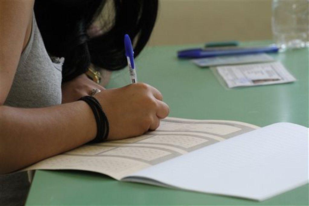 Σχολεία: Τι εξετάζεται για παράταση σχολικού έτους, πανελλήνιες 2021 και φροντιστήρια